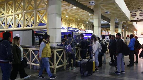 İstanbul Valisi Yerlikaya: Saat 17.00 itibariyle otobüsle şehir dışına çıkışlar durduruldu! Otogara gidenler fiyatları görünce şoka uğradı!